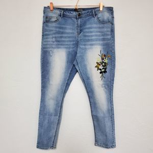 ALEXANDER JORDAN | Flower Embroidered Skinny 16/33